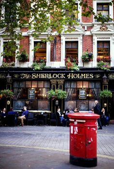 ✨ LONDON : Sherlock Holmes Pub near Charing Cross station. There's an English pub on the ground floor and an upstairs restaurant, a small roof garden, and a replica of Sherlock Holmes's study. London City, London Pubs, London Street, London Night, London Food, London Restaurants, London Underground, Oh The Places You'll Go, Places To Travel