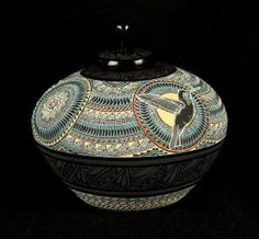 Marvin Blackmore hand etched pottery indian pottery, custom pieces and the finest art in the world. Funeral Arrangements, Raku Pottery, Native American Pottery, Philadelphia Museum Of Art, Artist Gallery, American Crafts, Western Art, Bottle Art, Ceramic Artists