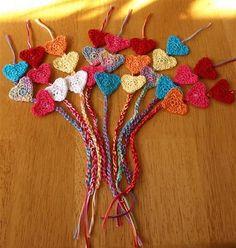 Crochet heart bookmark - no pattern. Easy Crochet Bookmarks, Crochet Bookmark Pattern, Crochet Cross, Thread Crochet, Crochet Stitches, Simply Crochet, Free Crochet, Knit Crochet, Knitting Patterns