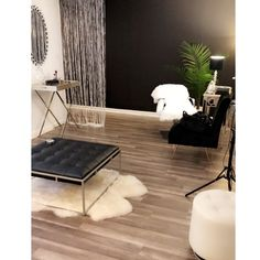 Spa Studio, Esthetician Room, Barcelona Chair, Lounge, Furniture, Home Decor, Airport Lounge, Drawing Rooms, Decoration Home