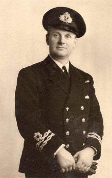 Lieutenant Royal Naval Reserve Navy Reserve, Senior Services, Merchant Navy, Neil Armstrong, Royal Marines, Military Police, Royal Navy, Cthulhu, Commonwealth