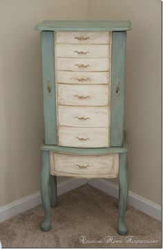 Jewelry box makeover with chalk paint and Rub N Buff
