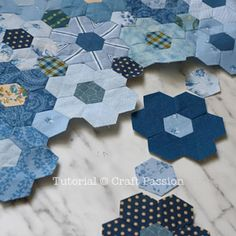 Quick Machine Sew Hexagon Flower Quilt Block tutorial is about how to sew hexagon flower with sewing machine, quick method to shorten time spent on quilting Hexagon Quilt Pattern, Hexagon Patchwork, Quilt Patterns, Hexagon Quilting, Triangle Quilt Tutorials, Quilt Batting, Tie Quilt, Vintage Sewing Machines, English Paper Piecing