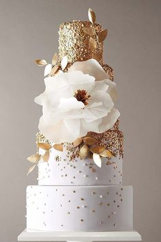 Gold Wedding Cakes - These gorgeous wedding cake pictures are sure to inspire your wedding cake design. From simple to elegant to chic wedding cakes, there is something for every taste - no pun intended. Elegant Wedding Cakes, Elegant Cakes, Beautiful Wedding Cakes, Gorgeous Cakes, Wedding Cake Designs, Pretty Cakes, Chic Wedding, Trendy Wedding, Amazing Cakes