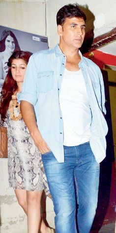 Twinkle and Akshay Kumar at a suburban theatre.
