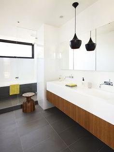 Banheiro com Pendente. Arquiteto: InForm Design & Pleysier Perkins.