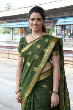 Here are some of the coolest pics of saree plus watch. Beautiful Girl Indian, Beautiful Saree, Beautiful Indian Actress, Indian Girl Bikini, Indian Girls, Beauty Full Girl, Beauty Women, Aunty In Saree, Tamil Girls
