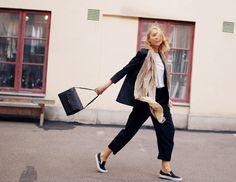 nohavice; kabelka; kabát; nálada Hanna Stefansson - elle.se