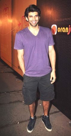 Aditya Roy Kapoor arrived in casual attire at an event in Bandra. Bollywood Stars, Bollywood Fashion, Punjabi Men, Kiran Rao, Gala Time, Roy Kapoor, Bollywood Pictures, Dear Future Husband, Boys Wear