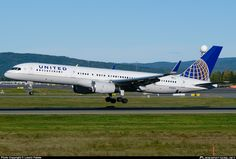 N14102 United Airlines Boeing 757-200