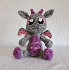 From Stephi's blog comes this super cute little crochet amigurumi dragon pattern! Free Pattern