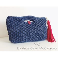"""Девочки, эта сумочка отлично подойдет для работы или учебы. Цвет синий меланж, красная кожаная застежка, красная кисть, элементы состаренного золота. Можно приобрести в магазинах """"MIO"""". Создана из пряжи @macarooons_yarn"""