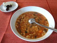 H Φασολάδα είναι πλούσια σε θρεπτικά συστατικά ικανή να μας κρατήσει των χειμώνα και να μας δώσει πολλές βιταμίνες.