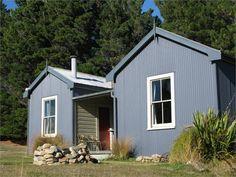 Lake Tekapo cottage accommodation. Pine Cottage