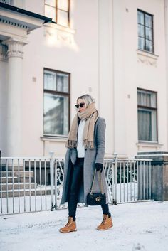 35 Ideas for timberland boats outfit fall fashion style Timberland Outfits Women, Timberland Stiefel Outfit, Timberland Style, Timberlands Women, Timberland Boots How To Wear, Winter Boots Outfits, Winter Dresses, Fall Outfits, Outfit Winter