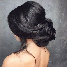 Low bun wedding hair | #weddinghair #bridalhairstyle #bridesmaidhair #weddinghairstyle #chignon
