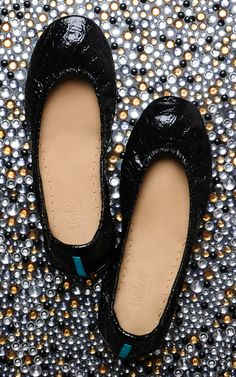 Made from Italian Leather, Obsidian Black Tieks are designed to stretch and mold to your feet for the perfect fit. Classy And Fab, Tieks Ballet Flats, Tieks By Gavrieli, Best Flats, Kinds Of Clothes, Classic Outfits, Black Flats, Beautiful Shoes, Shoes Heels Boots