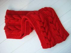 Cable, cables and again cables. This is a matching Infinity knit Santa scarf for my popular cable Santa Hat. Christmas Knitting Patterns, Easy Knitting Patterns, Free Knitting, Scarf Patterns, Knitting Ideas, Crochet Patterns, Infinity Scarf Knitting Pattern, Knit Cowl, Knit Crochet
