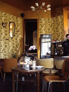Berliner Kaffeekultur. German coffee houses are awesome, cluttery, bohemian design