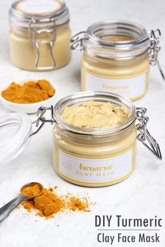 DIY Turmeric Clay Face Mask for normal to oily skin with anti-oxidant and anti-inflammatory propreties. You can use aloe vera instead of distilled water, see first comment.