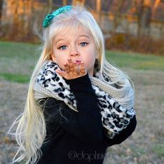 💋 Happy Friday Insta-Lovies!! 💋 Gorgeous sequin bow by @sassybowco 🎀  #daphniepearl #model #childmodel #fashionmodel #girlsfallfashion #girlsfashion #fallfashion #scarf #bow #sequin #like #love #instagood #instafashion #scout #getscouted #freshface #freshfaced #naturalmodel #gorgeous #longhair #longhairdontcare. #sassybowcorep