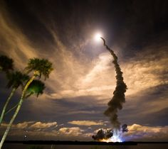 20 Awesome Rocket Launch Pictures by Steve Jurvetson American Space, Black Rock Desert, Rocket Launch, Motor Works, The Best Is Yet To Come, Space Program, Cool Pictures, Product Launch, Clouds