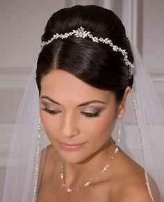 Tiara & #Wedding veil ... Wedding ideas for brides, grooms, parents & planners ... https://itunes.apple.com/us/app/the-gold-wedding-planner/id498112599?ls=1=8 … plus how to organise an entire wedding ♥ The Gold Wedding Planner iPhone App ♥