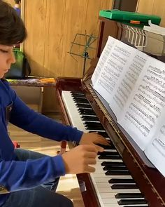 it all about learning how to play pian in a more wonderful ways Piano Music Easy, Piano Music Notes, Piano Sheet Music, Reading Sheet Music, Music Chords, Music Sing, Music Video Song, Piano Lessons, Music Lessons