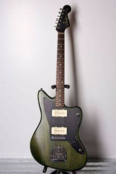 Notre première Fender Jazzmaster, une Thurston Moore Signature ! Retrouvez des cours de guitare d'un nouveau genre sur MyMusicTeacher.fr
