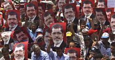 """La familia de Morsi aseguró que  éste """"no se retractará ni negociará o aceptará compromisos, especialmente después de todos los mártires, heridos, arrestados y desaparecidos"""" que ha generado el choque entre los Hermanos Musulmanes y el nuevo Gobierno."""