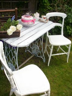 Pretty Shabby Chic Cast Iron Singer Table