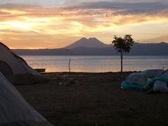 Ilopango Lake and Chichontepec volcano. El Salvador // Lago de Ilopango y volcán Chichontepec al amanecer