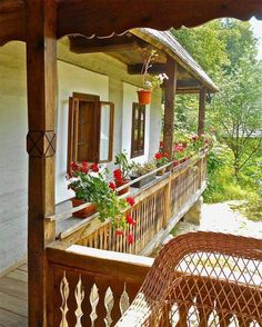 traditional house, Bucovina, Romania www. Beautiful Places To Visit, Beautiful Homes, Romania People, Visit Romania, Gazebo, Pergola, Traditional House, Old Houses, Countryside