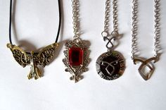Shadowhunters – Movies and Series Clary Et Jace, Clary Fray, Shadowhunters Outfit, Fandom Jewelry, Cassandra Clare Books, Shadowhunters The Mortal Instruments, The Dark Artifices, City Of Bones, The Infernal Devices