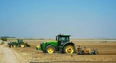 Preparing and #seeding #peanuts  #farm #vegetables #tractor #newholland #johndeere #caseih #nature #scenery #landscape #farmer #agriculture #agri #fruit #harvest #combine #food #agriculturist #farmacalture #farming#nofarmsnofood #agricultura#agroceres#work#green#agronomia#natureporn#fresh by lironc12