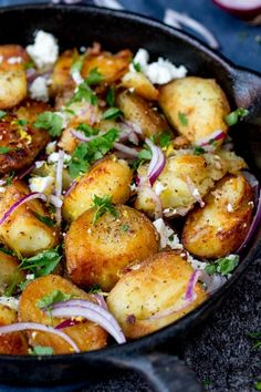 This Greek Potato Hash works as a great side dish for BBQs - or eat it on its own - totally satisfying! Vegetarian and Gluten-Free! Can also do Spanish / mex etc. Side Dish Recipes, Vegetable Recipes, Veggie Meals, Veggie Food, Cooking Recipes, Healthy Recipes, Greek Food Recipes, Vegetarian Greek Recipes, Feta Cheese Recipes
