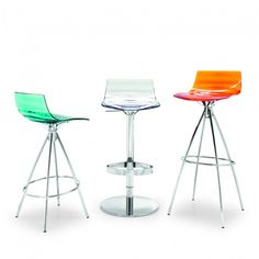 High coloured stool with a distinctive design, practical for use at home or in pubs. L Eau features a water-clear plastic seat (technopolymer) with an eye-catching ripple pattern resembling concentric waves. The conical metal frame of the 4 legs enclosed by the ring footrest guarantees maximum stability. The materials used are both sturdy and lightweight.