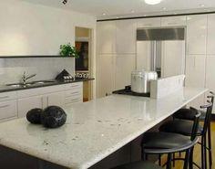 Como limpar mármore branco. O mármore é um mineral bastante delicado na hora da limpeza e da manutenção. Muitos dos produtos que são aconselhados são prejudiciais para as superfícies de mármore branco, de modo que é aconselhável...