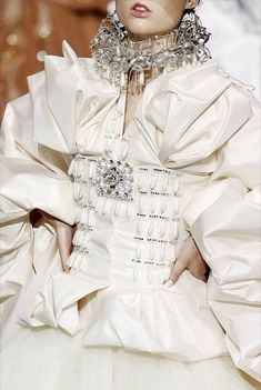 Christian Dior Haute Couture Autumn/Winter 2007 by John Galliano Dior Haute Couture, Style Couture, Couture Details, Fashion Details, Fashion Design, Christian Dior Couture, John Galliano, Galliano Dior, Dior Fashion