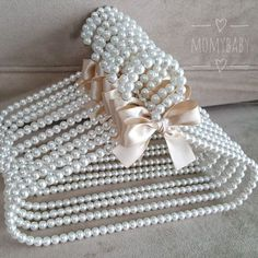 1 million+ Stunning Free Images to Use Anywhere Pearl Crafts, Decoration Shabby, Diy And Crafts, Arts And Crafts, Wedding Dress Hanger, Creation Deco, Bead Jewellery, Jewelry, Beaded Bags