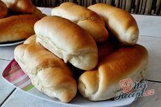 Neodolatelné domácí máslové rohlíky bez mléka a bez vajíčka | NejRecept.cz Hot Dog Buns, Hot Dogs, Bread, Food, Top Recipes, Milk, Homemade, Bakken, Brot