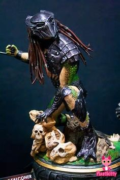 ... 2011: Sideshow Collectibles' Alien and Predator Statues | Plastikitty