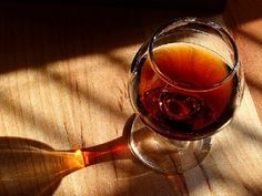 Vinho do Porto: The most famous alcoholic beverage of Portugal. A fortified wine that is made from the grapes of the Douro region. Its taste is Oh I LOVE this wine!sweet, usually drank as an digestif or dessert wine and can be red, white or tawny. Vodka, Wine Quotes, In Vino Veritas, Christmas Drinks, Christmas Cakes, Wine Making, Devon, Wine Recipes, Dessert Recipes