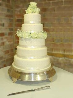 White circular wedding cake