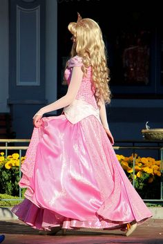 I like Disney, magic, and happiness. Disney Princess Makeup, Disneyland Princess, Disney Princess Dresses, Princess Aurora, Walt Disney, Aurora Disney, Disney Magic, Sleeping Beauty Costume, Disney Sleeping Beauty