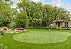 Dazzling Cool Backyard Design for Modern House: Traditional Landscape Setting Of Home Backyard Integrating Golf Court And Colorful Flower Ga...