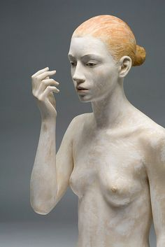 wooden sculpture by Bruno Walpoth