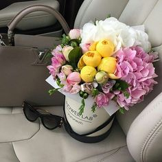 all the beauty things. Flower Bag, Flower Boxes, My Flower, Blooming Flowers, Fresh Flowers, Beautiful Flowers, Elegant Flowers, Rosen Box, Bloom Fashion