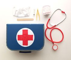 DIY Doctor kit for pretend play  Idea from 'My Poppet'
