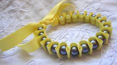 Giallo canarino e blu del nastro bracciale / polsino